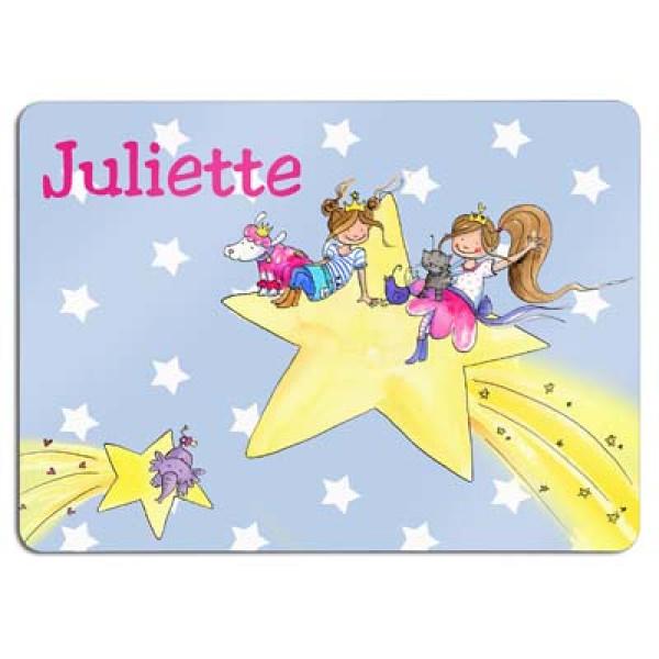 leuke placemat zwevend op de sterren met de naam van het kind